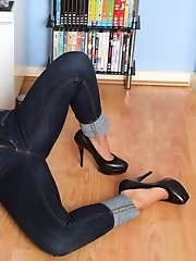 Samantha strips from her jeans to play with her gorgeous cunt
