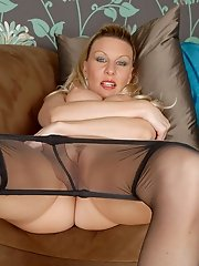Blonde pantyhoded MILF Saffy loves a banana!
