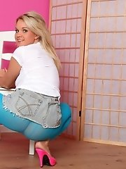 Shelly in blue pantyhose fetish gallery